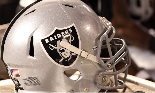 Oakland Raiders helmet_3704851613870420-159532