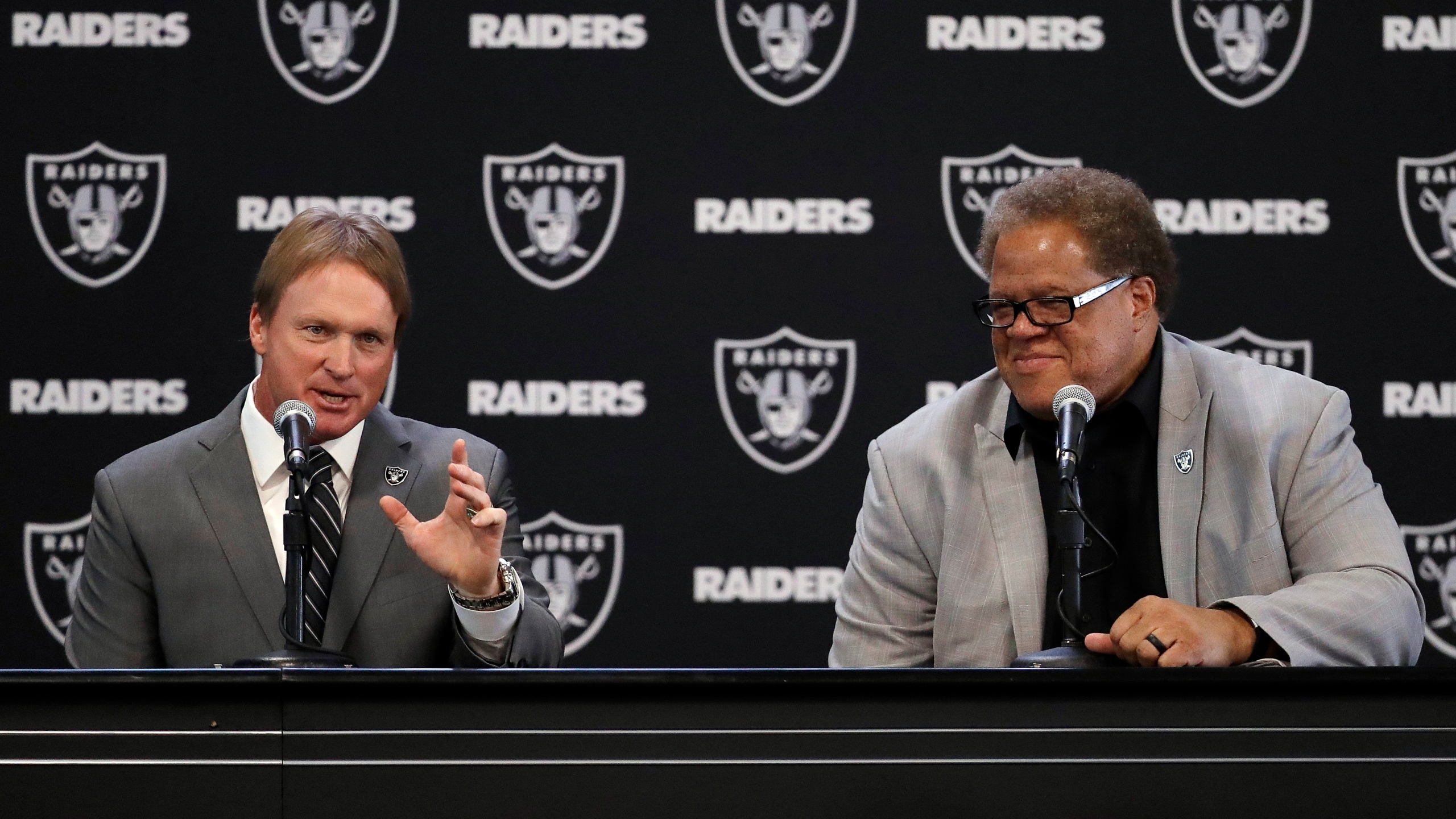 Raiders_Gruden_Football_69428-159532.jpg96361227